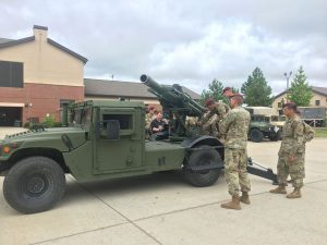 For those who want a Humvee-mounted howitzer, it exists (VIDEOS)