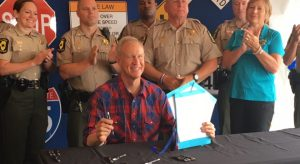 Illinois: Rauner signs bills on hunting, firearms cards