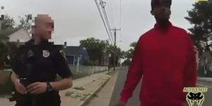 [WATCH] Officer Forced To Shoot Knife Attacker Who Comes Out Of Nowhere